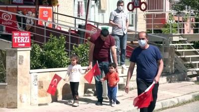 Pamukkale'de 23 Nisan konvoyu 61 mahallede çocukların bayram sevincine ortak oldu