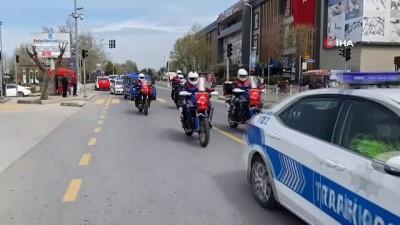 Polis, jandarma ve belediye araçlarından 23 Nisan konvoyu