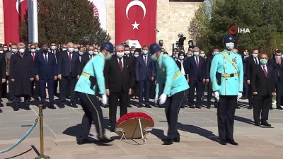 Ulusal Egemenlik ve Çocuk Bayramı törenleri TBMM'de bulunan Atatürk anıtına çelenk konmasıyla başladı