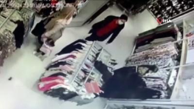 Alışveriş merkezinde yankesicilik şoku: Kadın hırsızlar 16 bin lirayı böyle çaldı