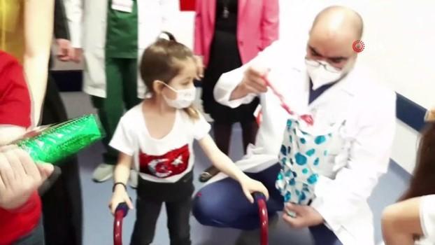 saglik calisanlari -  Ankara Şehir Hastanesinde tedavi gören çocuklara 23 Nisan sürprizi