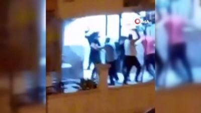 İki grup arasındaki tekmeli, sopalı kavga kameraya yansıdı