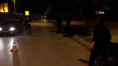 """Sokağa çıkma kısıtlamasını ihlal etti, polise """"İçiniz rahat mı bu şekilde"""" dedi"""