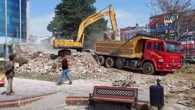 sokaga cikma yasagi -  İzmit'in sembolü olan Tarihi Tekel Binası yıkıldı