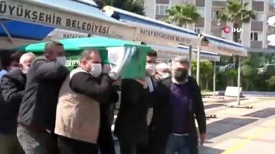 İstanbul'daki evinde ölü bulunan Şükriye toprağa verildi