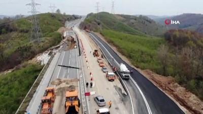 saganak yagis -  Heyelan sonrası Akçakoca yolu trafiğe açıldı