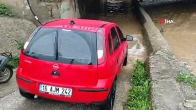 mahsur kaldi -  Kestel'de sel alarmı...Alt geçit sular altında kaldı, araçlar mahsur kaldı