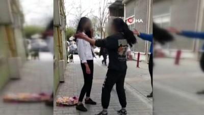 Saçlarından sürükleyip yerden yere vurdu...Kız kavgası kamerada
