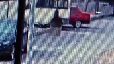 guvenlik gucleri -  Araçlar kafa kafaya böyle çarpıştı: 2'si çocuk 4 yaralı