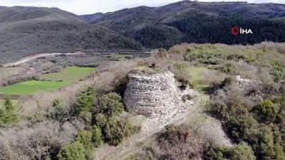 ziyaretciler -  Ormanların içinde 2 bin yıldır ayakta kalan kale ziyaretçilerini bekliyor
