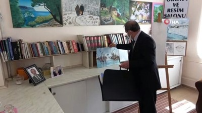 Ressam muhtar, muhtarlığın bir odasını resim sergisine dönüştürdü