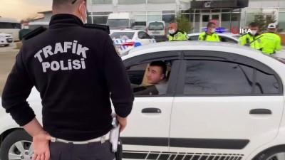 Uygulama yapan polislerden çocuk hassasiyeti