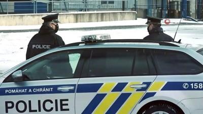 - Çekya'da polise top ve tank teslim edildi