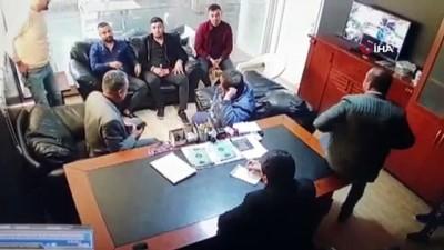 adli kontrol -  Galeride kanlı saldırı kamerada