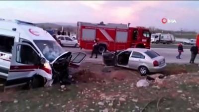 direksiyon -  Karşı şeride geçen otomobille ambulans kafa kafaya çarpıştı: 3 ölü, 3 yaralı