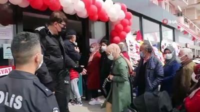 market -  Kırmızı kategorideki Sivas'ta market indirimi Covid-19'u unutturdu, Valilik kararı ile market kapatıldı