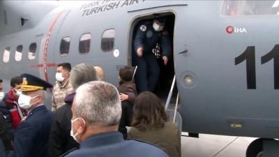 Konya'da Hava Kuvvetleri'nin akrobasi ekibi Türk Yıldızları'ndaki NF-5 uçağının eğitim uçuşu sırasında düşmesi sonucu şehit olan pilot Yüzbaşı Burak Gençcelep törenle memleketine uğurlandı.
