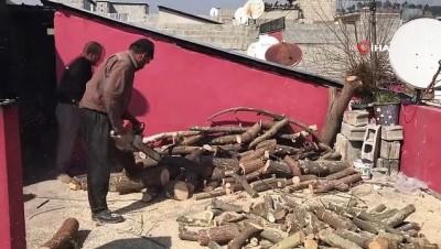 Odun keserek 35 yıldır ailesinin geçimini sağlıyor