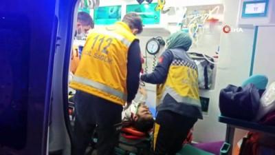 direksiyon -  Otomobil refüje çarpıp takla attı: 2 yaralı