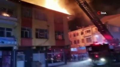 Tokat'ta iki katlı binanın çatısı alev alev yandı