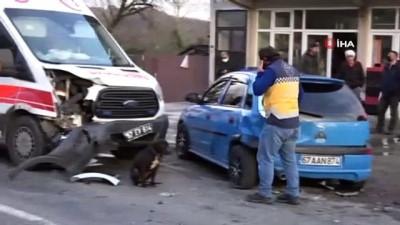 guvenlik onlemi -  112 Ambulansı ile otomobil çarpıştı: 4 yaralı
