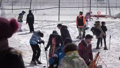 kar kalinligi -  92 santimetre kar kalınlığı olan Kartepe'de yağış sürüyor