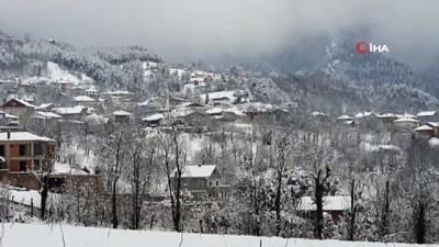 kar kalinligi -  Bursa'nın merkez ilçelerinde kar kalınlığı 20 santimetreye ulaştı