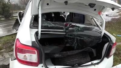 agir yarali -  Direğe çarpan otomobil hurdaya döndü: 2 ağır yaralı