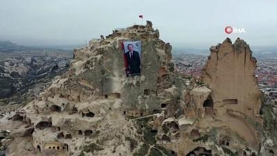Dünyanın en yüksek peribacasına Cumhurbaşkanı Recep Tayyip Erdoğan posteri asıldı