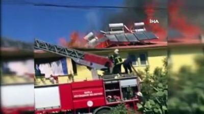 yukselen -  Fethiye'de bir ev alev alev yandı