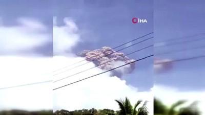 guvenli bolge -  - Karayipler'de La Soufriere Yanardağı tahliye çalışmaları sürerken patladı