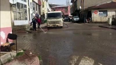 Karlıova'da karlar eridi, bahar temizliği başladı