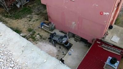 direksiyon -  Otomobiliyle 30 metre yüksekten düşen hemşire ağır yaralandı