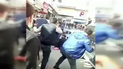 Sandalyeli kavgada engelli vatandaş arada kaldı.. Kavga anları kameraya yansıdı