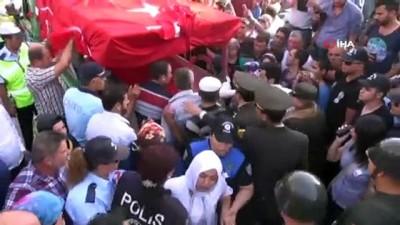 """guvenlik gucleri -  Şehit Tuğrul Köseoğlu'nun babası: """"Allah ayaklarına taş değdirmesin"""""""