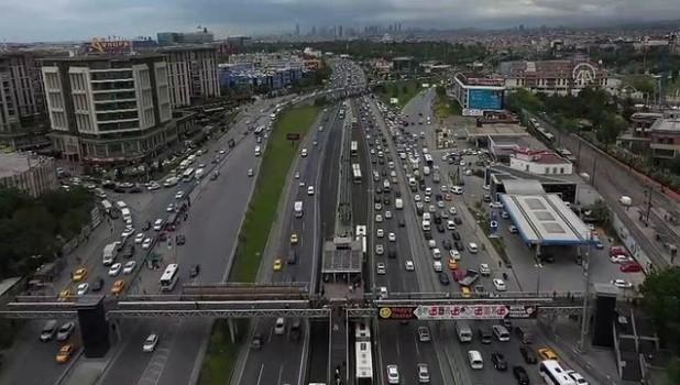 metrobus duraklari - İstanbul'da akşam trafiğinde yoğunluk yaşanıyor