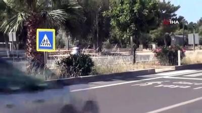 elektrikli bisiklet -  Yaya geçidindeki feci kaza kamerada...Yaşlı kadın metrelerce yükseğe fırlayıp taklalar attı