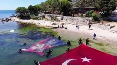 milli bayramlar - Denizin üstünde dev Türk bayrağı ve Atatürk posteri açtılar