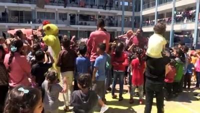 GAZZE - İsrail'in saldırıları sebebiyle Gazze'deki yüzlerce Filistinli okullara sığındı (2)