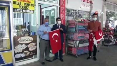 milli bayramlar -  Şehzadeler'den esnafa 1919 Türk bayrağı