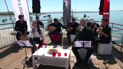 online -  Tuzlalı gençler, Atatürk'ün sevdiği şarkıları söylediler