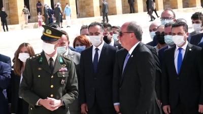 ANKARA - Muharrem İnce başkanlığındaki Memleket Partisi heyeti Anıtkabir'i ziyaret etti