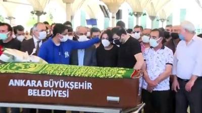 ANKARA - Türkücü Oğuz Yılmaz Ankara'da son yolculuğuna uğurlandı