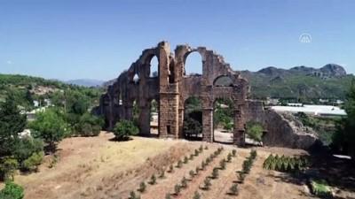 ogretim uyesi - ANTALYA - Ünlülerin de hayran kaldığı Aspendos ziyaretçilerini cezbediyor