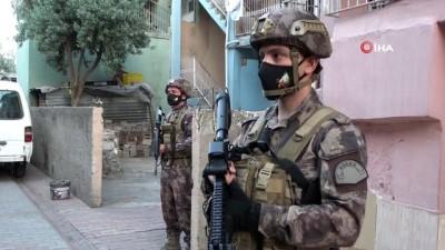 ozel harekat polisleri -  Adana'da şafak vakti organize suç örgütüne operasyon