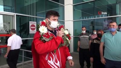 milli guresci - Avrupa Şampiyonu güreşçi memleketinde coşkuyla karşılandı