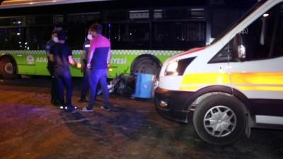 ADANA - Halk otobüsü ile motosiklet çarpıştı: 1 yaralı