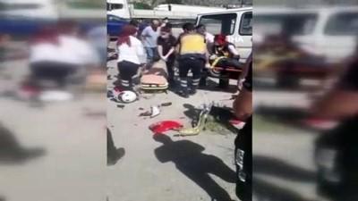 mobilya -  Amasya'da feci kaza kamerada: Motosikletten fırlayıp minibüsün üstüne düştü