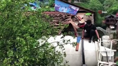 kalaba -  Beton mikseri bakkal dükkanının üzerine devrildi: 2 yaralı