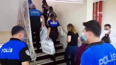 sosyal sorumluluk -  Polis ekipleri ihtiyaç sahibi ailelere bebek bezi dağıttı